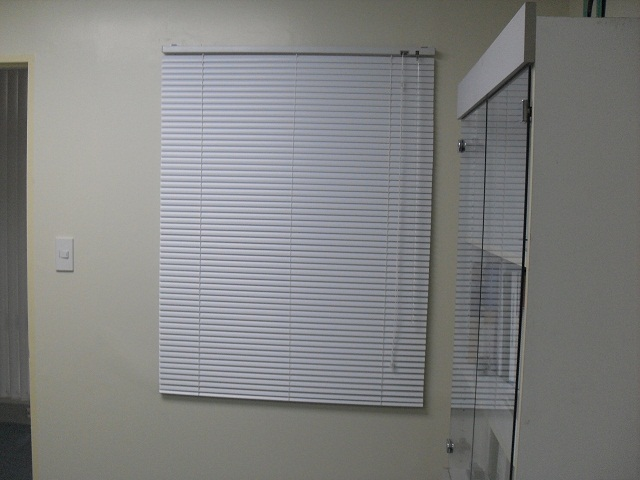 "White Satin Color, Aluminum Mini-blinds with 1"" slat size"