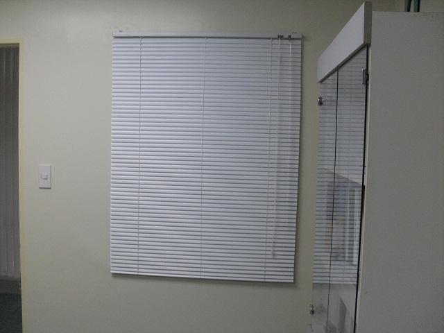 "White Satin Color, Aluminum Mini-blinds with 1"" slat size"