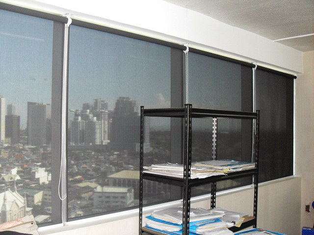 Office Roller Blinds : Light filtering roller blinds ideal for your office and