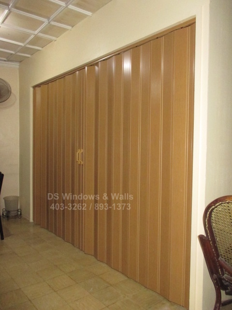 Available Colors and Featured Projects of our Folding Door Deluxe